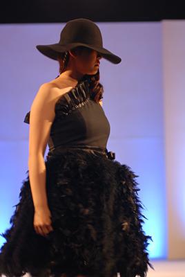 fashionshow2019-20_01.jpg