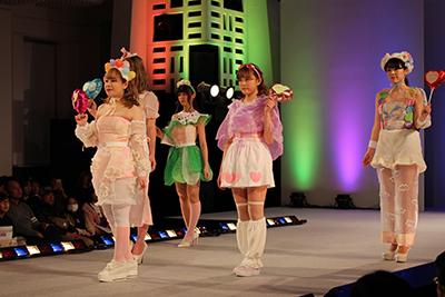 fashionshow2019-20_06.jpg