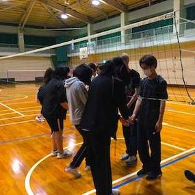 基礎デザイン科授業紹介 体育(バレーボール)