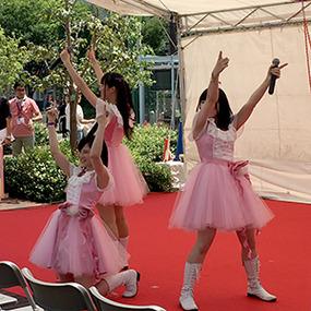 ファッションデザイン科 企業コラボ「アイドル衣装」発表中!