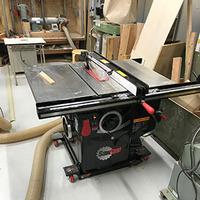 木工用の新しい機械を導入しました。